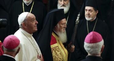 Papa cere binecuvântarea patriarhului Bartolomeu I peste el și biserica Romei